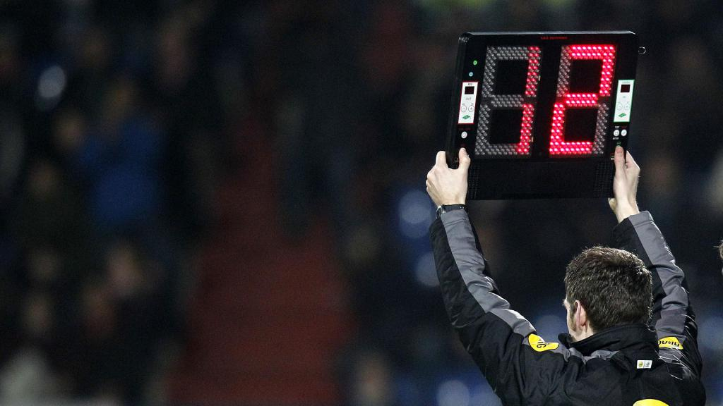 KNVB handhaaft vijf wissels in de Eredivisie